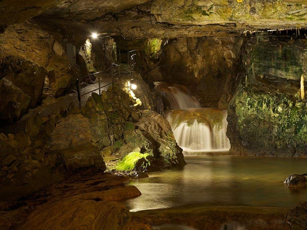 Die St. Beatus-Höhlen am Thunersee