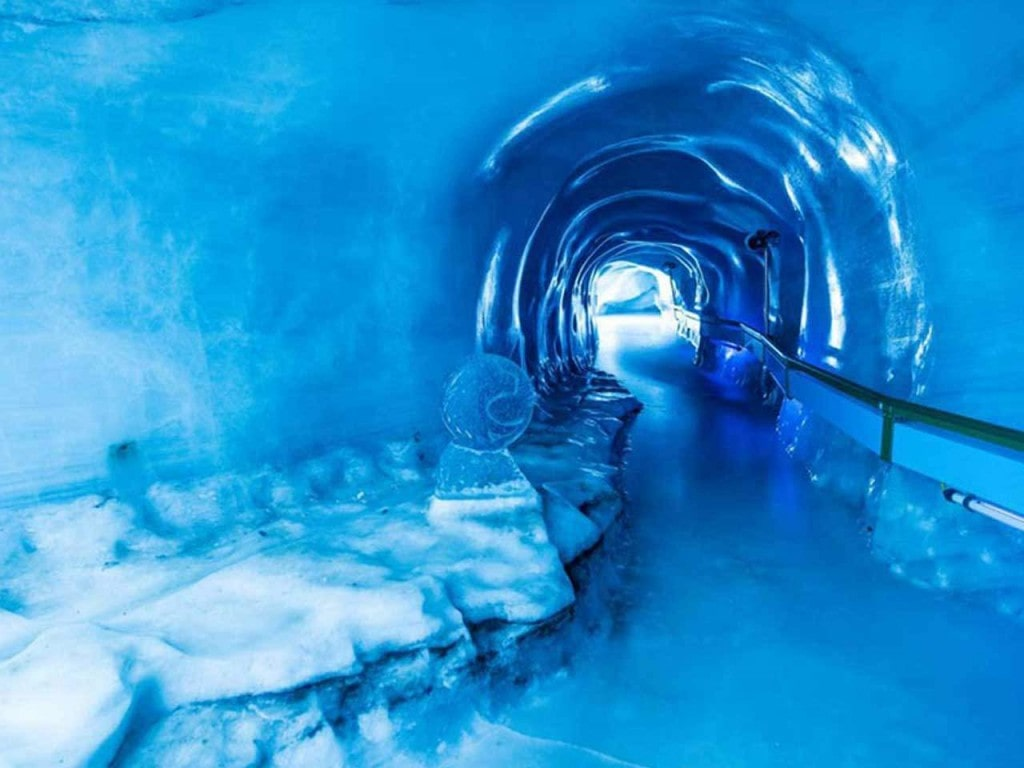 TITLIS Gletschergrotte im Winter