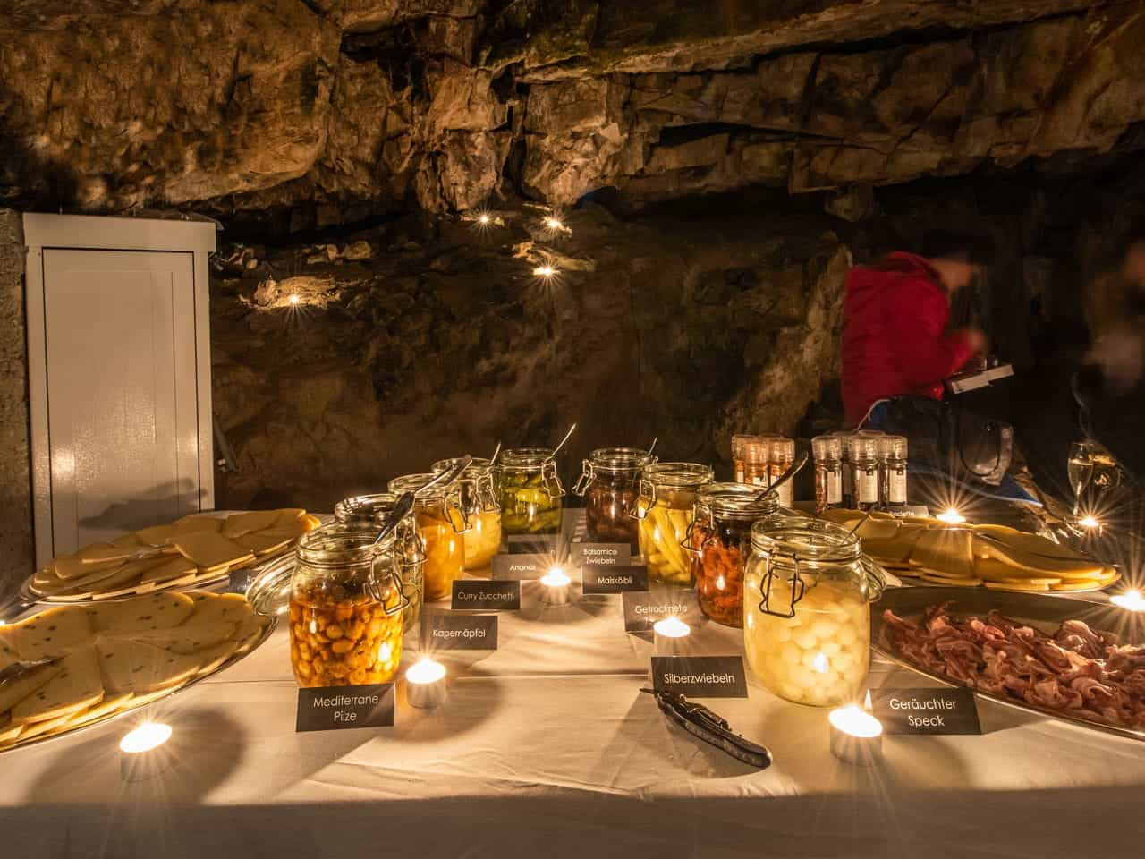 Familien Ausflüge im Winter: Mikrokosmos Jungfrau - Exklusives Candle-light Höhlenraclette